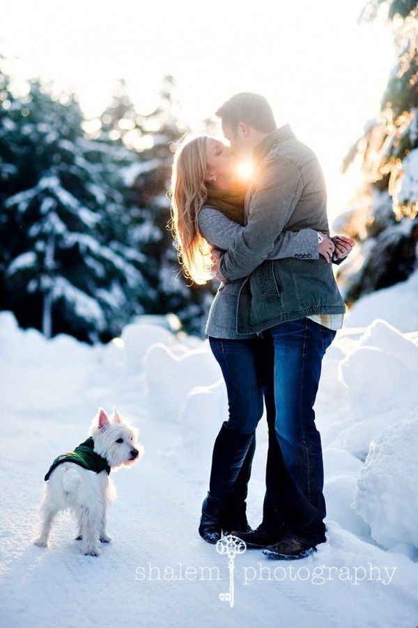 Choose winter engagement photos to capture the winter wonderland that awaits them outdoors. It is really romantic getting warm and cozy with your loved one. http://hative.com/10-romantic-winter-engagement-photo-ideas/