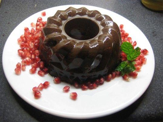 Pudim de chocolate vegan, Macrobiótico e vegetariano Ingredientes: -100 grs de chocolate preto -1/2 l de leite de espelta ou aveia -1 colher de sopa de cacau em pó -6 colheres de sopa de mel de arroz ou trigo -1 pitada de baunilha -1 colher de sopa de agar-agar Preparação Leve ao lume a gelatina …