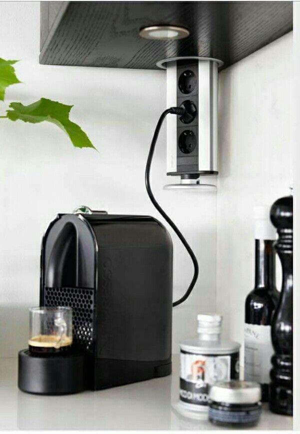Eluttag I överskåp..kök http://www.smarthem.se/2153/p/eluttag-pop-up/evoline-3-eluttag-aluminium-plastlock-alu-look/