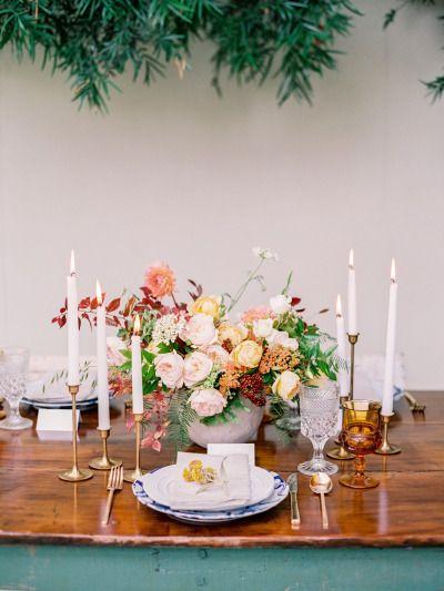 Warm tones dress this wedding table: http://www.stylemepretty.com/2014/12/11/beachside-arboretum-shoot-at-shelldance-orchid-gardens/ | Photography: Daniel Kim - http://danielkimphoto.com/