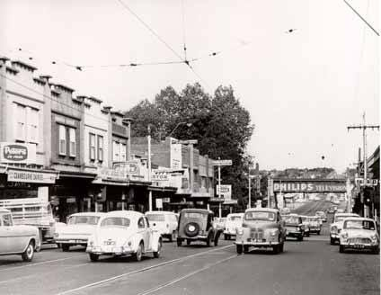 No Friday night traffic jams in the 1960s. Toorak & Summerhill Roads Hartwell looking east.
