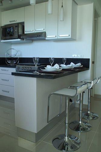 Barra desayunador de granito, excelente combinación de colores, estilo moderno y elegante