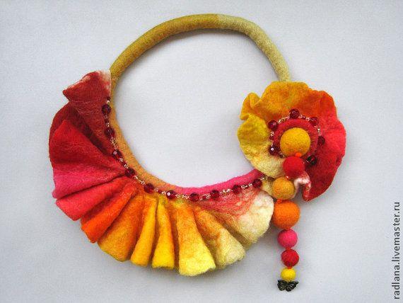 Купить Ожерелье из войлока - украшение, аксессуары, ожерелье, фелтинг, бисер, весна, шелк, радуга, желтый