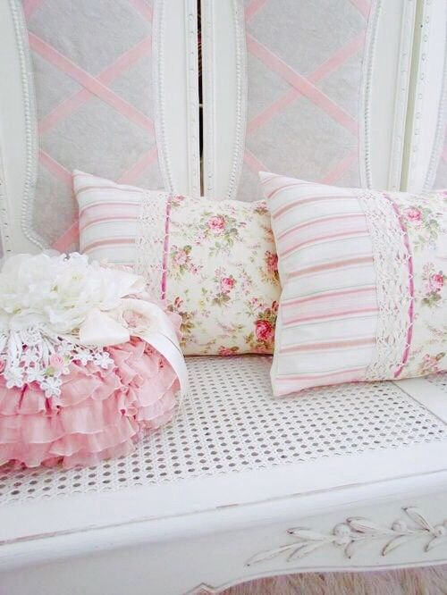 Shabby Chic Bedroom Throw Pillows : 1356 best romantic lifestyle images on Pinterest Shabby chic style, Decorating ideas and ...