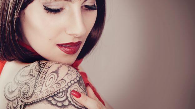 I tatuaggi sono per sempre? In arrivo sul mercato una crema rivoluzionaria che potrebbe rimuovere con facilità il tatuaggio. Scopri tutti i dettagli. http://www.deabyday.tv/salute-e-benessere/whatsnew/guide/11684/In-arrivo-una-crema-per-rimuovere-i-tatuaggi.html