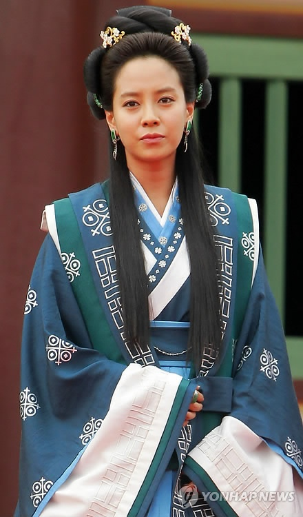 Song Ji Hyo as Eun Go