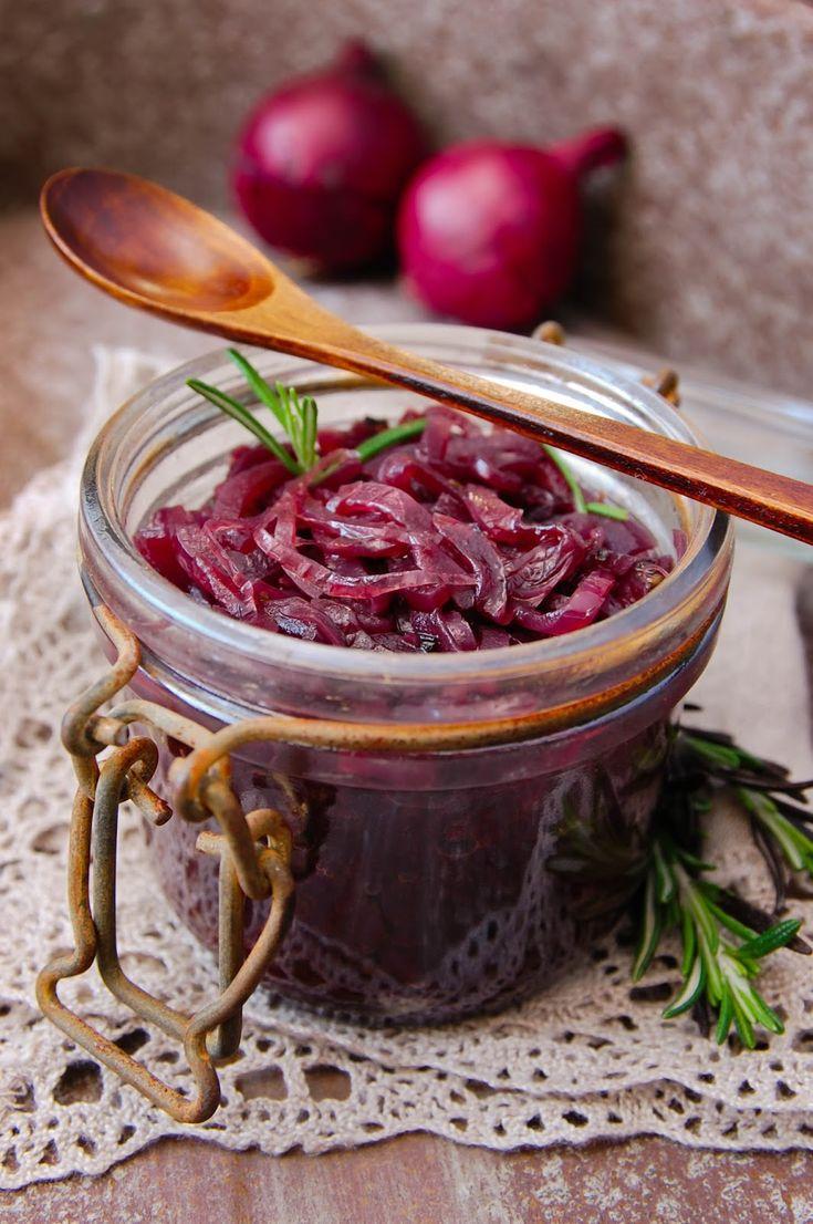 Punasipulihilloke on kiva sipulilisäke, jota on helppo lisätä purkista vaikka liharuokien kylkeen, hampurilaisiin ja salaatteihin, mikseipä vaikka myös juustotarjottimelle. Hilloketta Lue lisää » Lähde: Muista syödä välillä...