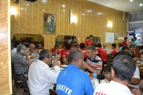 Gençlik Spor İl Müdürü Çağlar Çim Hokeyi Takımını Ziyaret Etti