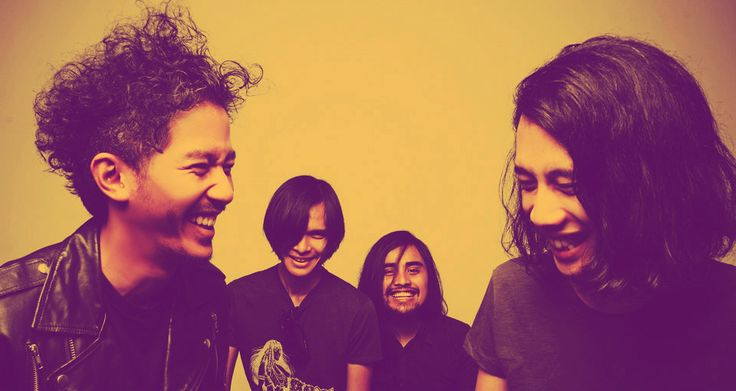 Formed in the early 2000's, The indonesian quartet The SIGIT produce exhilarating mixture of hard rock that has earned acclaim from the likes of Roliing Stone Indonesia. The SIGIT was initiated in the late 90's by four  high school friends. The SIGIT released their debut EP in late 2004. esteemed publications and labels like FFWD Records came calling giving them the opportunities to perform outside their garage and also international gigs.