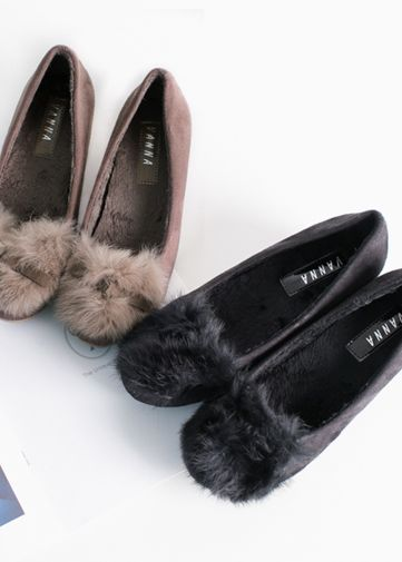 Korea Woman Big size clothing shop. [Jstyle] Flat shoes fur royiche / Size : 230-250 / Price : 27.87 USD #JSTYLE #OOTD #bigsize #plussize #shoes #flatshoes #fur