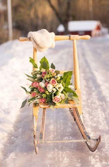 Zdjęcie: ⊱✿ ✿⊰ . ✲´  Luty... Chyba Cię polubiłam  przynosisz zimą kwiaty.. karnawałowe róże , Za karnawał Cię polubiłam ,  za moc pięknych serc... nie ważne ,że święto obce .. miłośc przecież nie zna granic .. śniegiem sypniesz... nic nie szkodzi , przecież uwielbiają go nie tylko młodzi  ... Czarujesz  i kokietujesz wiosną .... Chyba Cię polubiłam luty...  /maria/