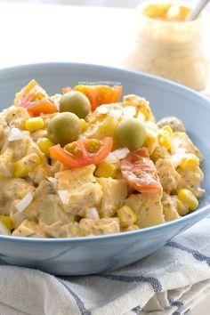 Las ensaladas son la comida perfecta para el verano y esta ensalada de patatas con salsa ranchera no es la excepción. La salsa es casera y está riquísima.
