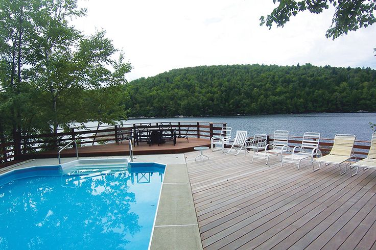 This beautiful Ipe hardwood deck was built in Maine USA by our franchise Alvin Smith. What a spot!