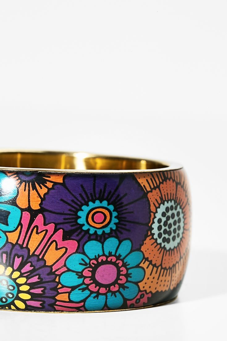 Fashion and colorful Desigual bracelet with color flowers! Discover Desigual new accessories!