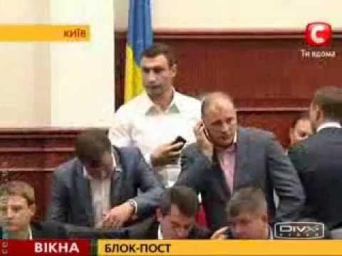 Vitali Klitschko boxt in ukrainischen Parlament