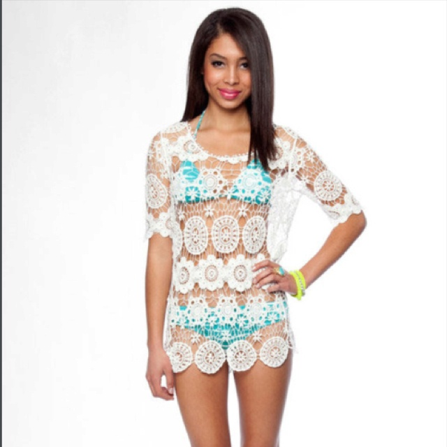 adorable bathing suit cover up - so getting one of these for my upcoming beach trips to OBX Find this Pin and more on Bathing suit cover up by Ricky Gilbert. love the shirt/coverup Classy Girls Wear Pearls: Beach Day in Charlestown.