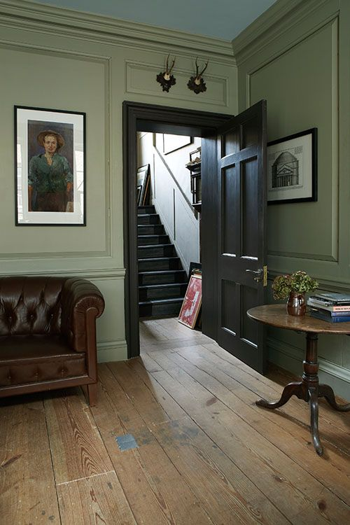 Farrow & Ball: Living Room in French Gray No.18 and door in Mahogany No.36 | Estate Eggshell - See more at: http://us.farrow-ball.com/living-room-inspiration/content/fcp-content#sthash.DncQR2AL.dpuf