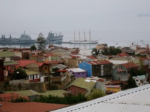 Barcos en niebla. Mirador cerca La Sebastiana, casa de Pablo Neruda, enValparaíso, Chile    Ships in the fog near Pablo Neruda's house, The Sebastian, Valparaíso.
