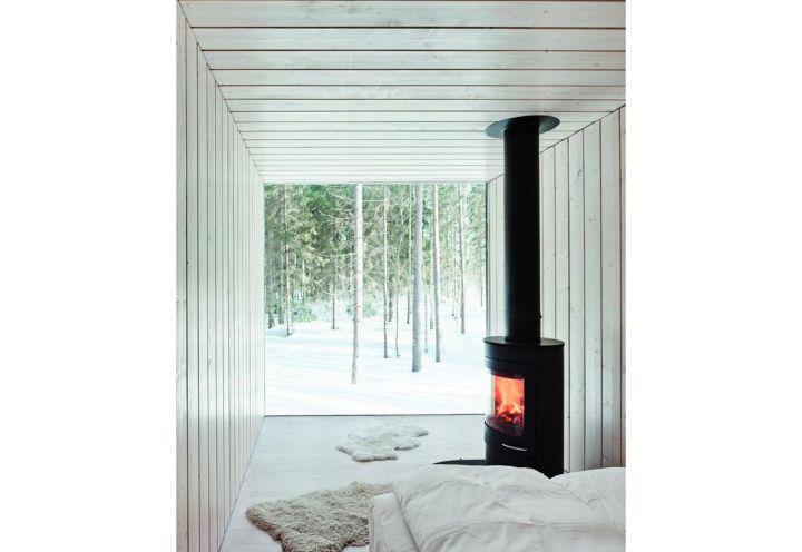 LIbro Northern Delights: un'abitazione in legno di larice immersa nel silenzio della pianura finlandese. Grandi vetrate sul bosco e interni minimalisti, su progetto di Avanto Architects. Foto di: Anders Portman e Martin Sommerschield