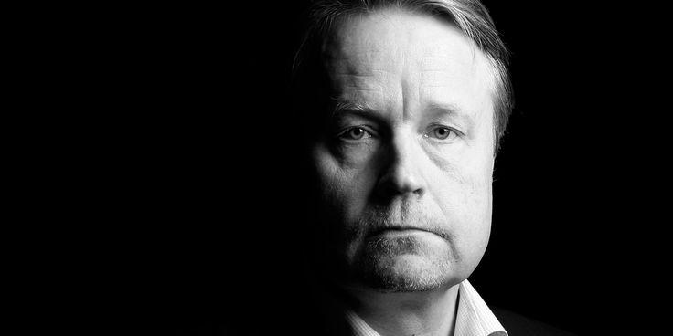 Päivä päivältä minusta tuntuu, että kulutamme kansakunnan parasta voimaa väärien asioiden äärellä. Jos lääkärit keskittyisivät tekemään sitä mihin heidät on koulutettu, Suomessa ei pitäisi olla lääkäripulaa, kirjoittaa Matti Apunen.