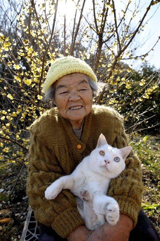 Misao & her beloved cat, Fukumaru - together since 2003. Photo by g'daughter, Miyoko Ihara