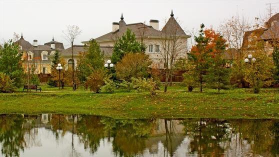 Дом у озера. Вид 1