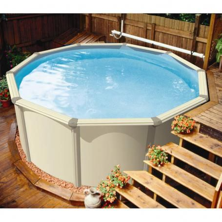 Une piscine hors sol citadine aqua leader id ale pour les petits espaces au jardin for Piscine petit espace