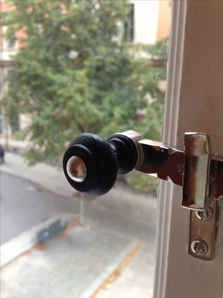 Nygjorda delar till fönsterbeslag, spanjoletter, svarvning