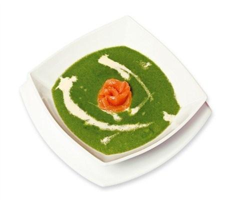 Суп-пюре из шпината с норвежской семгой