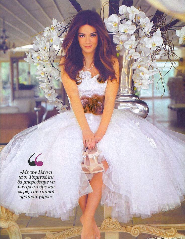 Βάσω Λασκαράκη:  Η γλυκιά ηθοποιός που πρωταγωνιστεί στο πετυχημένο σήριαλ του Mega «Κλεμμένα όνειρα» φωτογραφήθηκε ως νυφούλα, για το περιοδικό ΟΚ! με υπέροχα νυφικά και κοσμήματα Li-LA-LO.