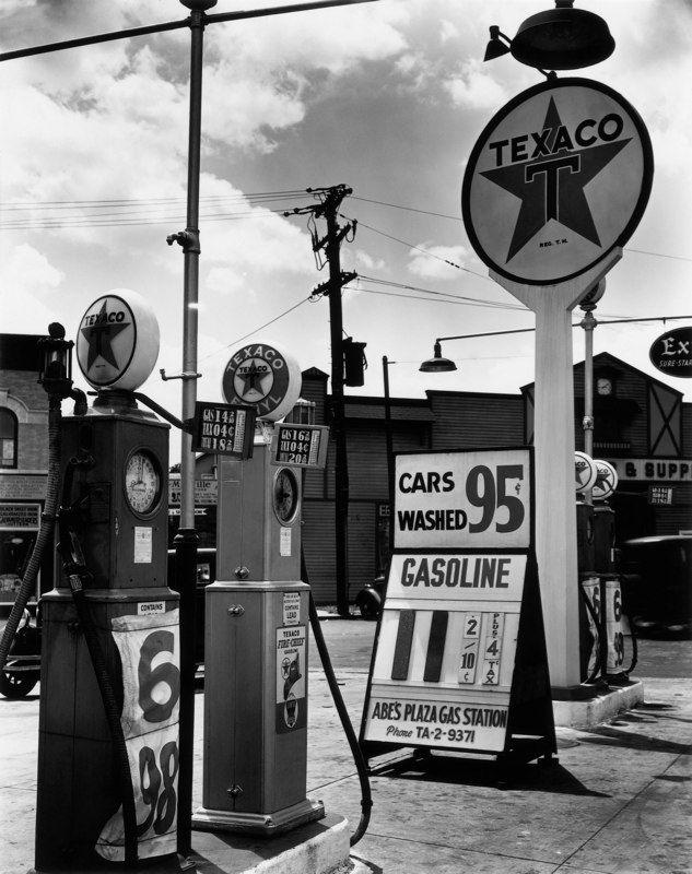Texaco Station, Tremont Avenue and Dock Street, Bronx, New York, 1936