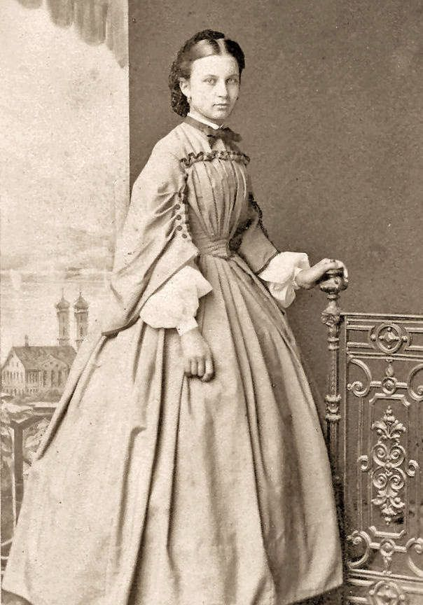 -Civil-War-Photos-Young-Ladies-Super-Dresses. Neck bow; possibly whole tie.