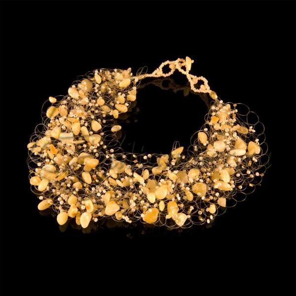 Подобрать платье под янтарное ожерелье