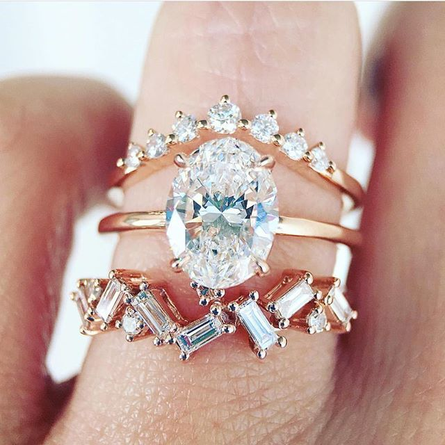 Rose gold ✔️ Oval diamond ✔️ Baguette zig-zag band ✔️ @trabertgoldsmiths
