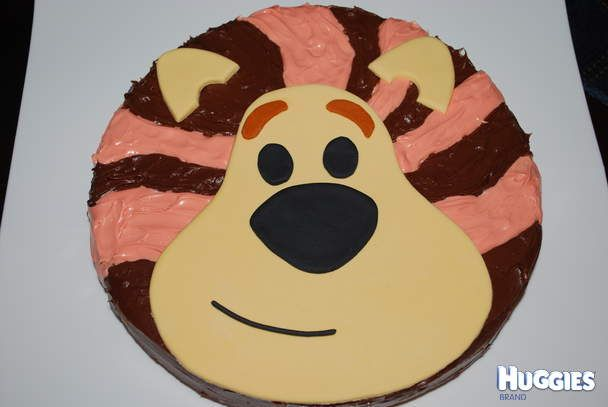 My wee man loves Raa Raa so I went all out for his birthday a month ago and made him a Raa Raa the noisy lion cake.