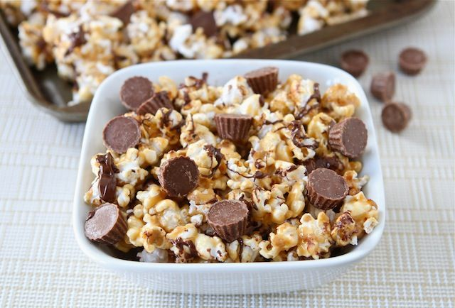Reese's Peanut Butter Popcorn.: Desserts, Peanuts, Reese Peanut, Movie Night, Peanut Butter Popcorn, Peanut Butter Cups, Ree Peanut, Cups Popcorn, Popcorn Recipes