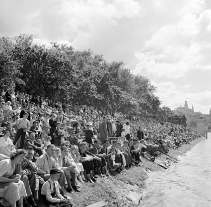 Watching the Waterskiing on the Yarra River Moomba 1959 Melbourne Victoria Australia