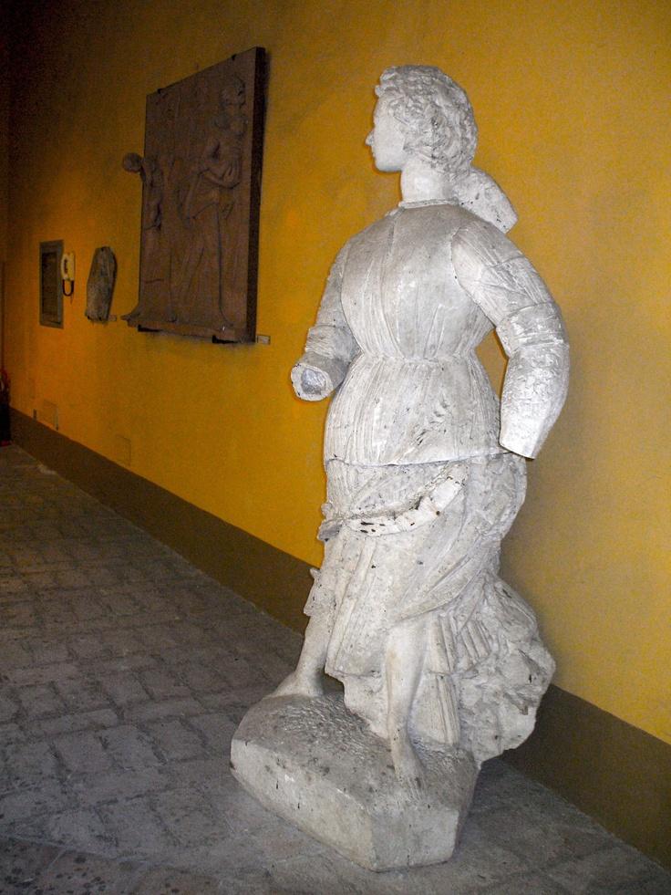 monumento a Grazia Deledda (premio Nobel)