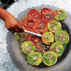 """Chalupas Poblanas! DELICIOSAS..!  Soy de Puebla y las autenticas Chalupas son exactamente como estas ... con Carne de Res deshebrada"""" (Brisket) ... Y No pollo ni carne de Puerco como muchos dicen..! ;)"""