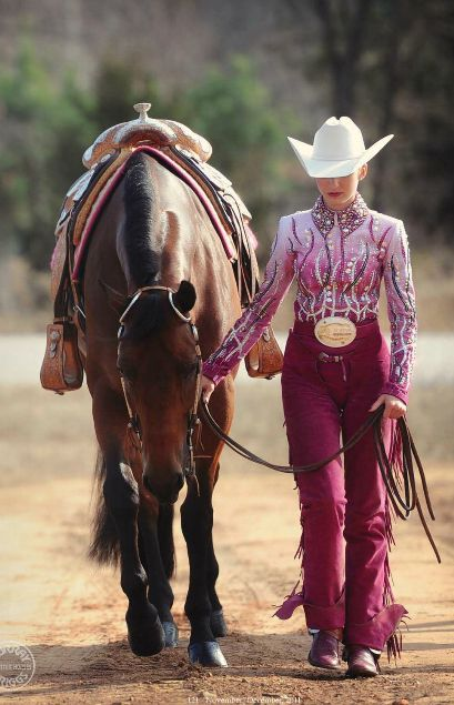 Great outfit, pretty horse. Very well put-together. You show, girl!