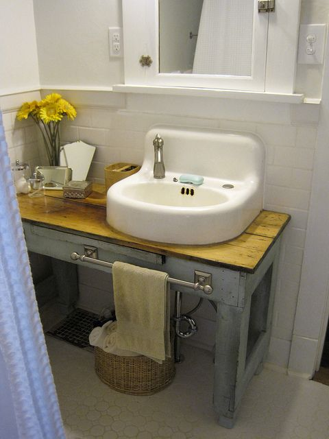 Love This Little Table For A Vanity In This Small Bathroom Cottage Hill Vintage Bathroom Sinksdiy