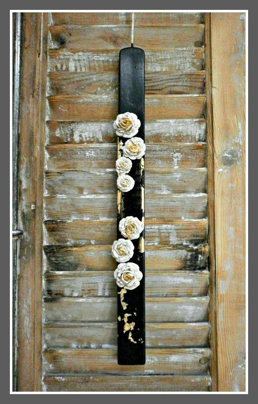 Πασχαλινή Μαύρη Λαμπάδα με χρυσά Τριανταφυλλάκια 15€