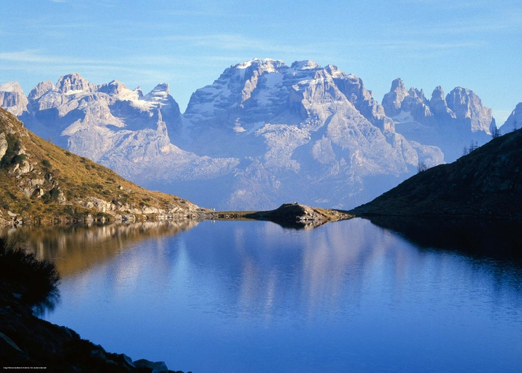 Lago Ritorto e sullo sfondo il gruppo delle Dolomiti del Brenta  http://talentiitaliani.it/indice-viaggi/user-article/50-viaggi-del-mese/72-unaltracosatravel/394-bianche-emozioni--aspetta-il-nuovo-anno-in-vetta-