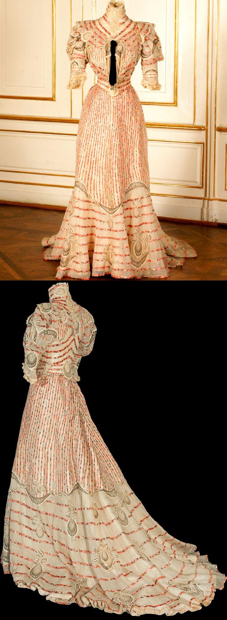 Dress worn by Empress Elisabeth of Austria at her summer home in Corfu. 1890s. Sisi Museum/Hofburg Palace. Photos © Schloß Schönbrunn Kultur - und Betriebsges.m.b.H. / Alexander Eugen Koller.