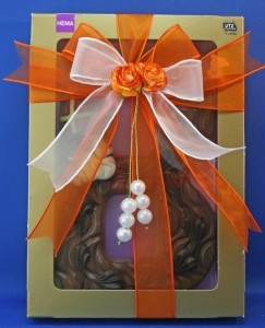 Best 25 gift ribbon ideas on pinterest gift wrapping for How to tie a ribbon on a bookmark
