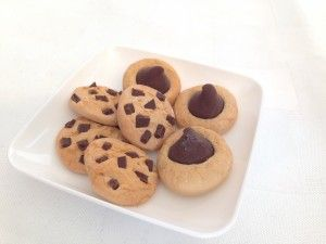 Tutorial: American Girl sized chocolate chunk cookies from polymer clay.