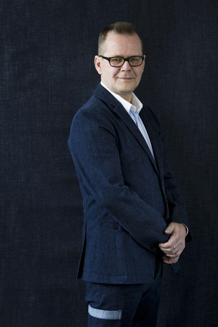 Writer and urban working man Kari Hotakainen in #FRENN #denim #suit and #shirt