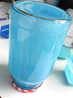 Te mostramos una idea sencilla y fácil de cómo pintar frascos de vidrio. No necesitarás mucho tiempo ni muchos materiales y el resultado es muy bueno. Podrás usar todo frasco de vidrio para decorar y de los colores que quieras: Materiales: Frasco de vidrio limpio Pegamento cola Pincel Colorante de alimentos Paso a paso: Primero …