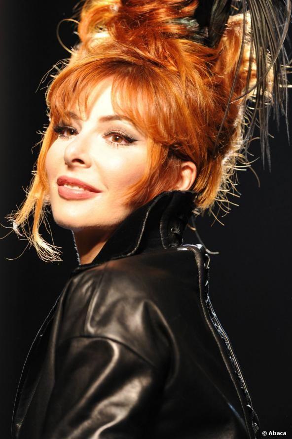 <p>Mylene Farmer lors du défilé haute-couture automne/hiver 2011/2012 de Jean-Paul Gaultier à Paris.</p> <p></p>