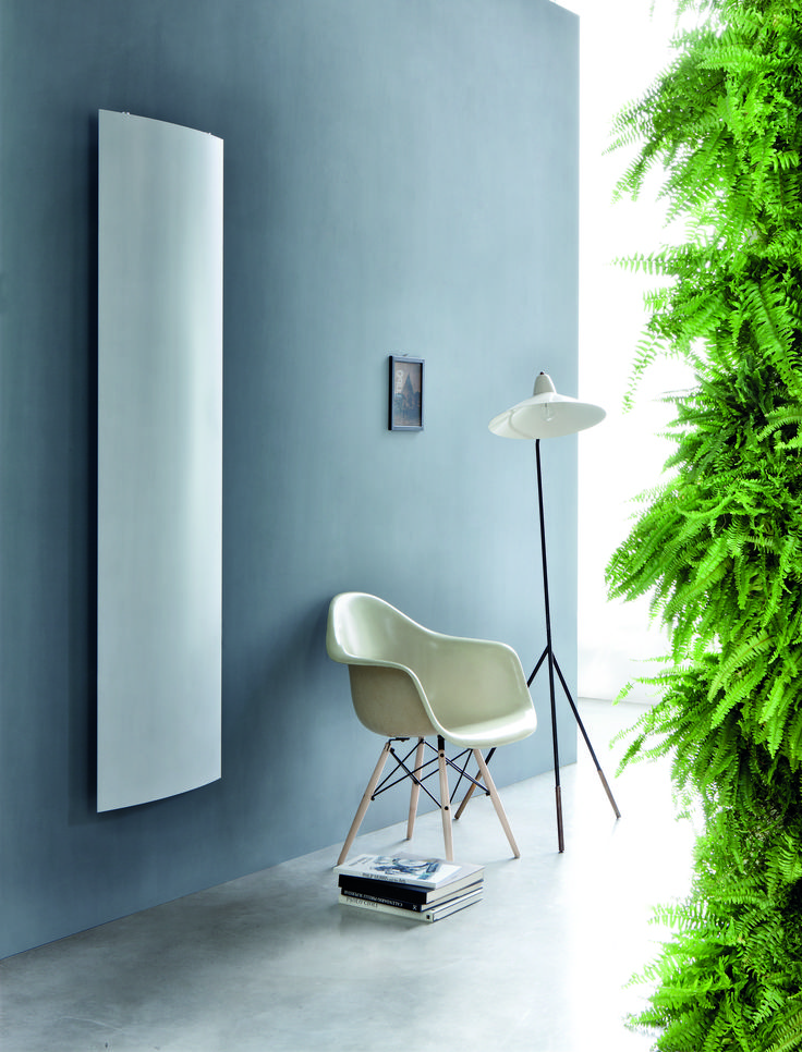 EXTRÓ S design ridea Entirely made from recycled aluminum, Extró is the world's largest extruded radiator. In the S version, available in both fixed and opening version with the latest evolution of the opening system patented by Ridea, offers a very large radiating surface. #design #interiordesign #radiator #aluminum #home